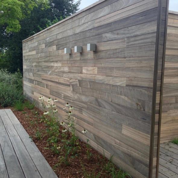 Tuinafsluitingen houten afsluiting de telder tuinen for Moderne afsluiting tuin
